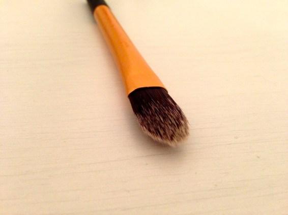 Pointed foundation brush