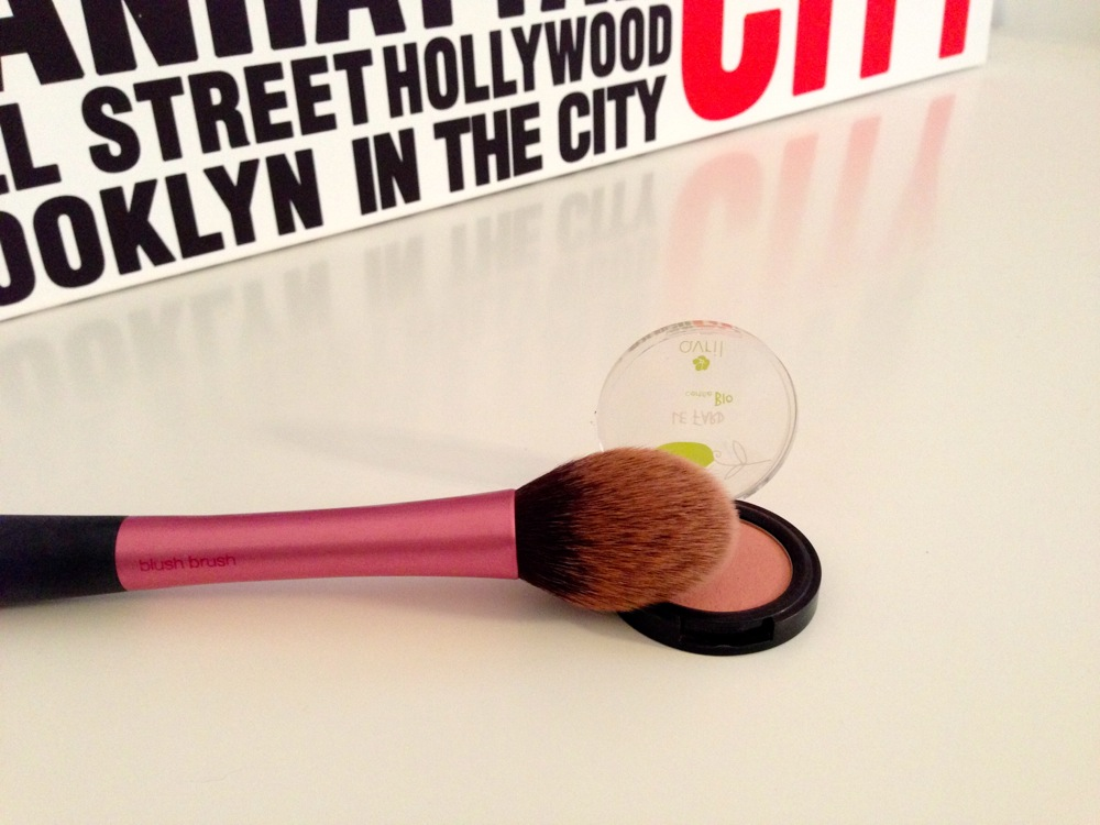 Blush - Avril Beauté & Pinceau blush brush - Real Techniques