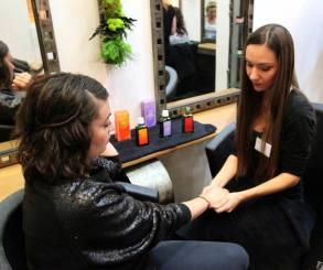 Massage des mains avec Weleda