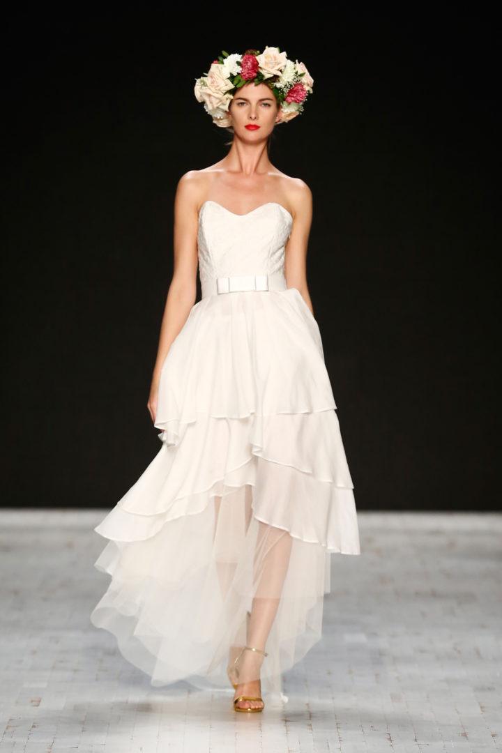 Aziza zina romantische brautkleider mademoiselle no for Mercedes benz fashion