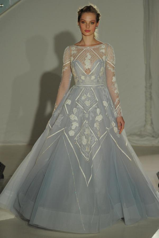 Hailey Page Brautkleid blau Glitzer Steine Muster Ballkleid Prinzessin