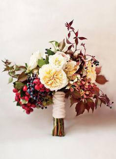 Brautstrauss Herbst Beeren Englische Rosen David Austen Rot Weiss Blush Ivory