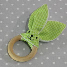 Anneau de dentition oreille de lapin carreaux verts/ handmade green rabbit teething ring