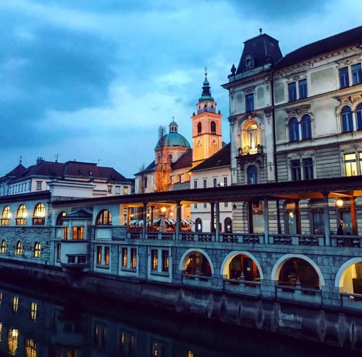 Mercato di Lubiana visto dal Triplice Ponte