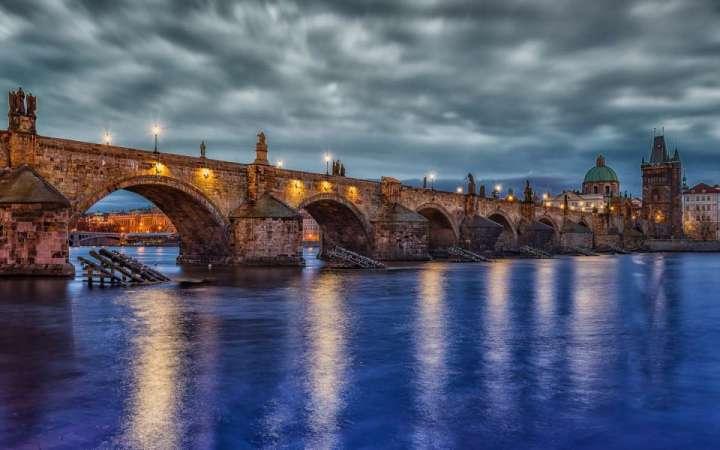 ponte-carlo-sul-fiume-moldova