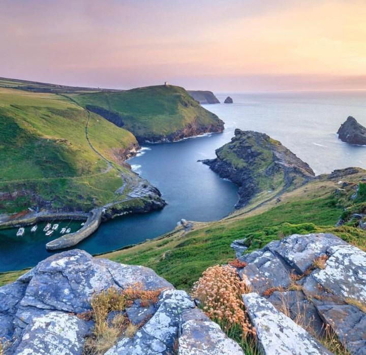 Visitare la Cornovaglia: terra di leggende, scogliere e paesaggi lussureggianti (cosa vedere, come arrivare e altre informazioni utili)