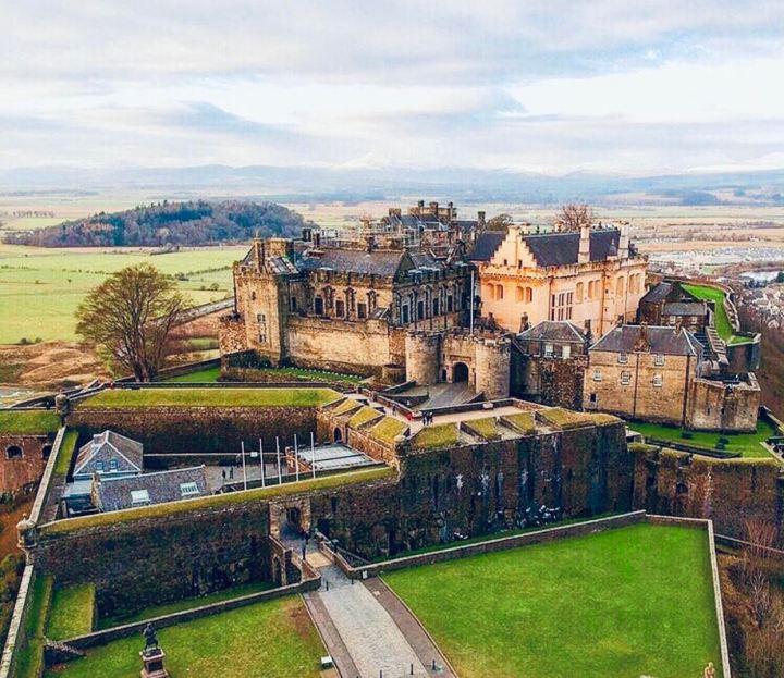 Castelli Scozzesi: Stirling Castle visto dal alto con tutto il paesaggio circostante