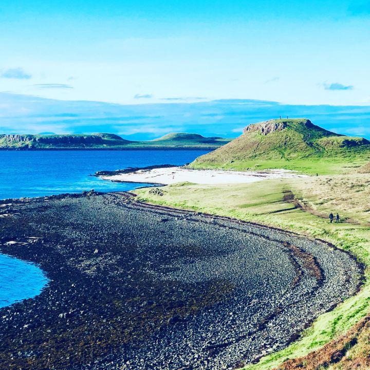 Isola di Skye: Dunvegan Castle immagine della spiaggia di ciotoli neri