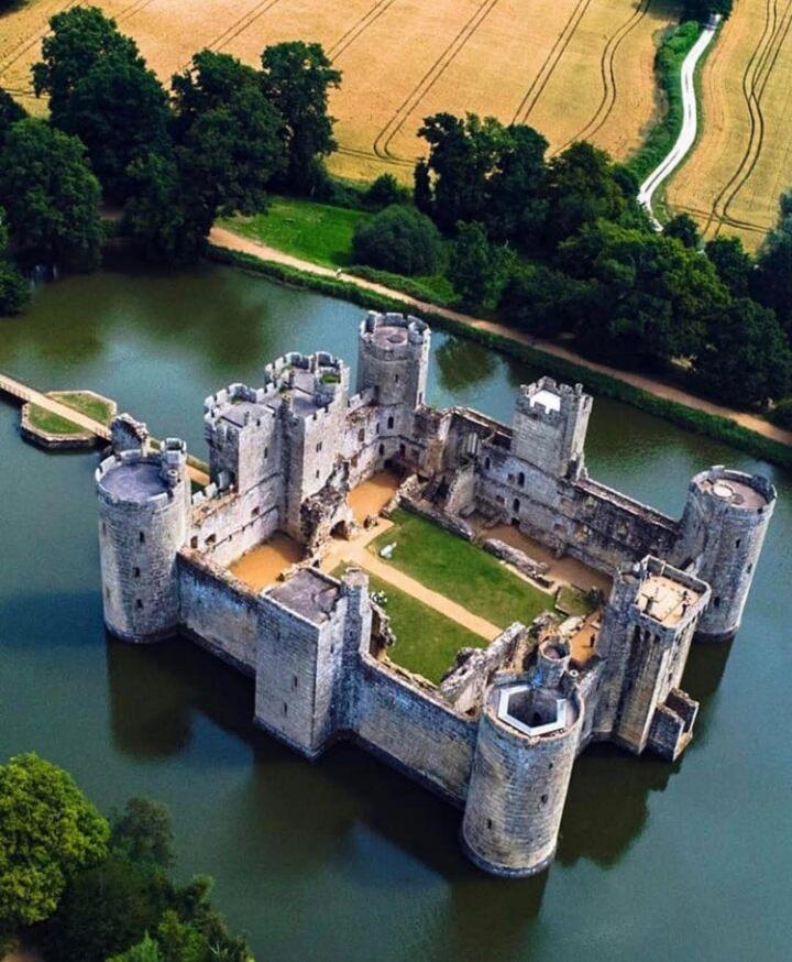 Bodiam Castle, castelli inglesi