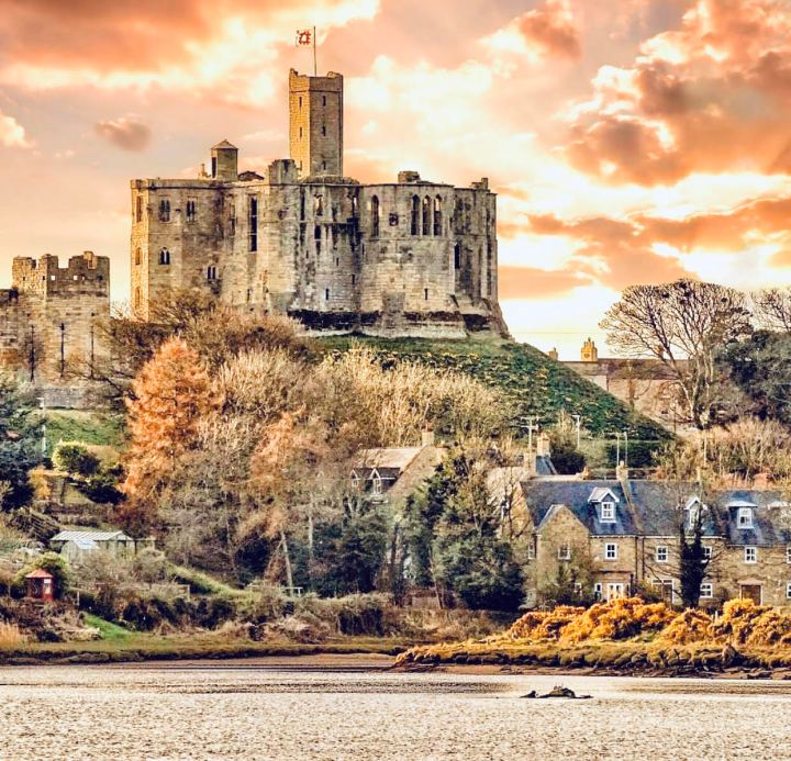 Warkworth Castle, Castelli inglesi
