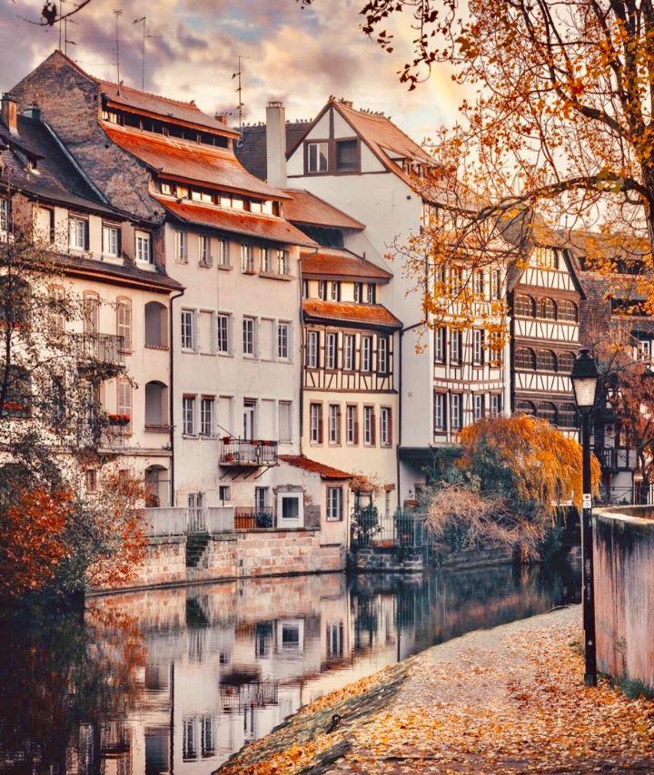 Strasburgo in Autunno, scorcio dei palazzi che affacciano sull'Ill