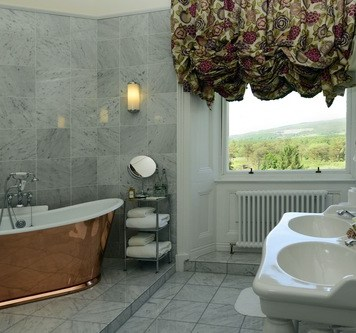 Inverloch Castle Hotel bathroom