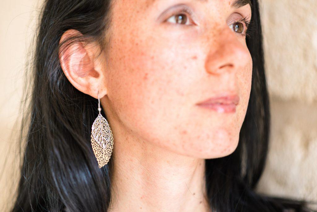 Who made my clothes ? Look éco responsable. Boucles d'oreilles made in France de l'artisan bijoutier Marc Boissonnet. Mademoiselle Coccinelle blogueuse mode éthique.