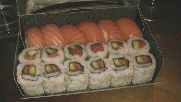 eat sushis