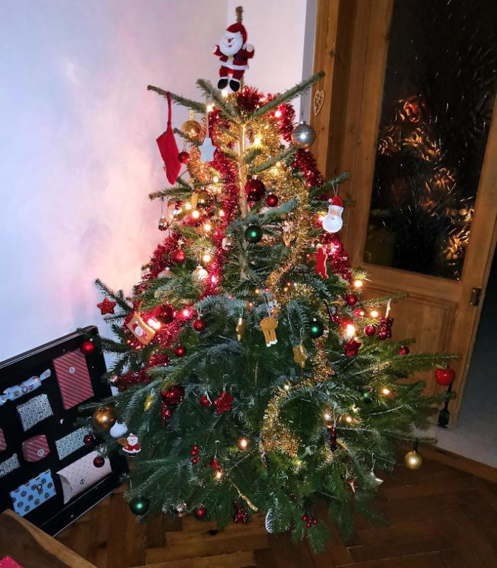 Sapin de Noël décoré