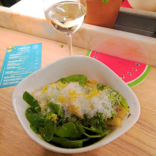 pâtes Pollo Con Salvia Verde