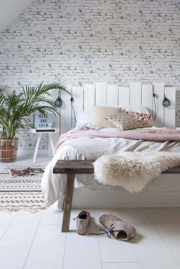 DIY tête de lit blanche en palettes de bois