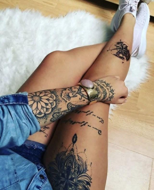 Idées tatouage cuisse femme madala et texte