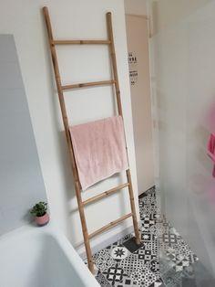 Rangement sèche serviette salle de bain