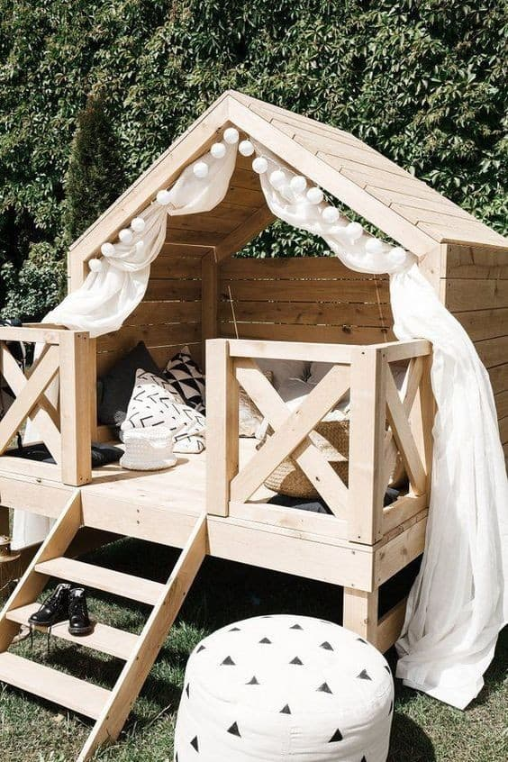 cabane en palettes de bois