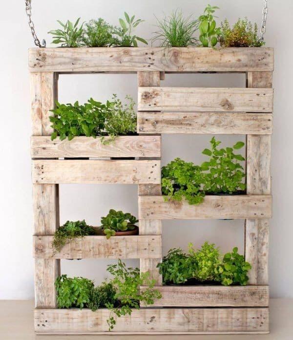 jardinière avec une palette de bois
