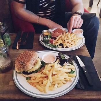 Un burger Veggie chez Le Saint Paris