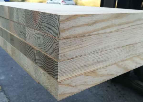 Detalle vertice tablero rechapado pino