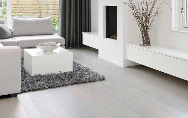 este tipo de suelos son bsicamente lamas de madera con una capa superior impresa y esta capa superior puede tener cualquier color y textura