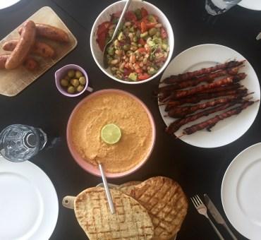 Bønnesalat og aubergine-peberfrugt dip – grill tema