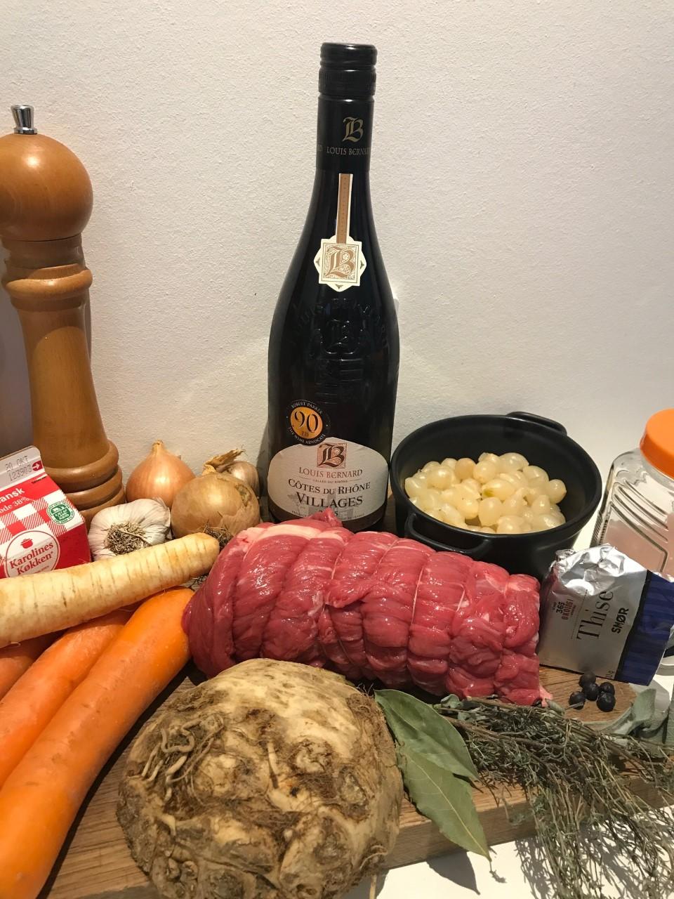 Gammeldags oksegrydesteg braiseret i rødvin