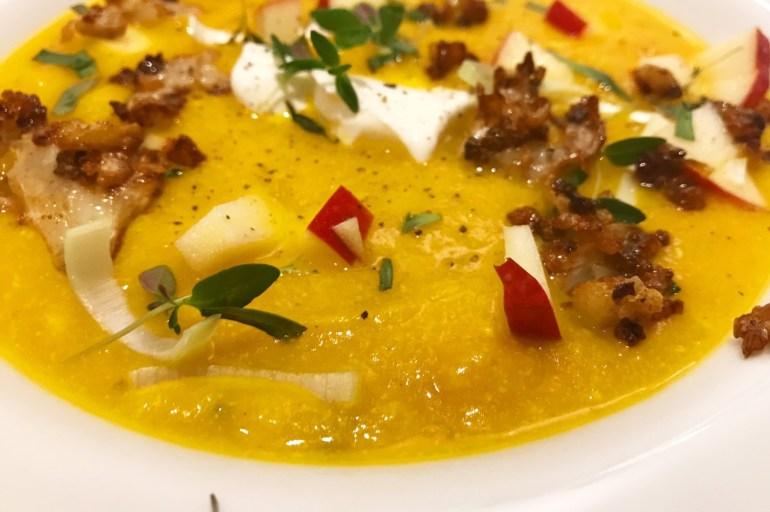 God græskarsuppe med græsk youghurt og parmesan