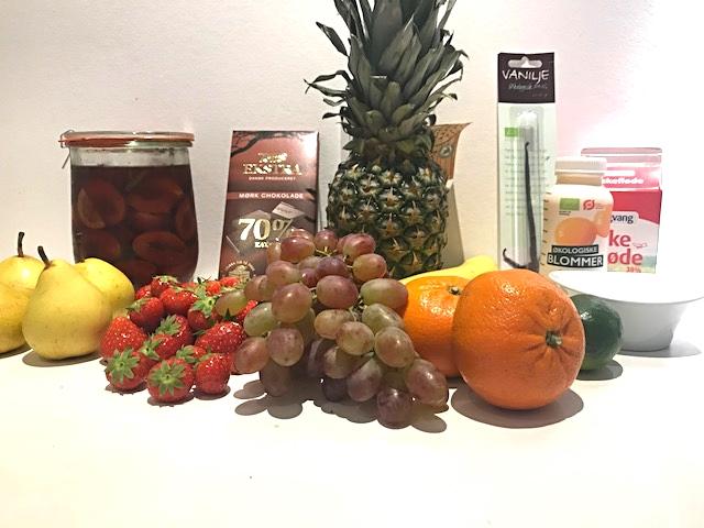 Abemad er abeskønt - frugtsalat overhældt med råcreme