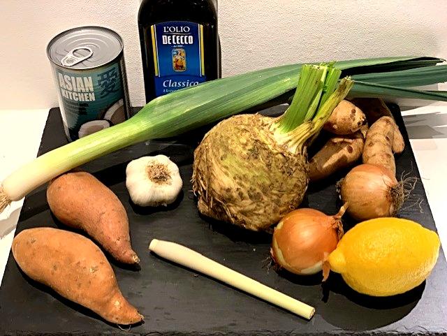 Sellerisuppe med kokosmælk og citrongræs