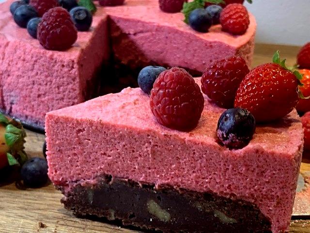 Vidunderlig dessertkage med brownie og hindbærmousse