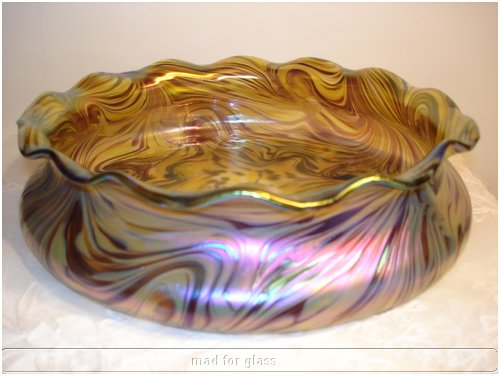 KRALIK GLASS BOWL/CENTERPIECE WITH SMOOTH IRREGULAR SURFACE LINES MIXTURE OF RED AND BEIGE WITH SILVERY BLUE IRIDESCENCE AND WAVED RIM