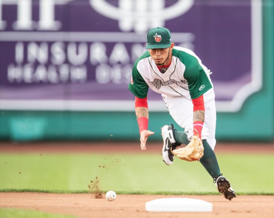 Padres prospect Gabriel Arias fielding for Fort Wayne TinCaps