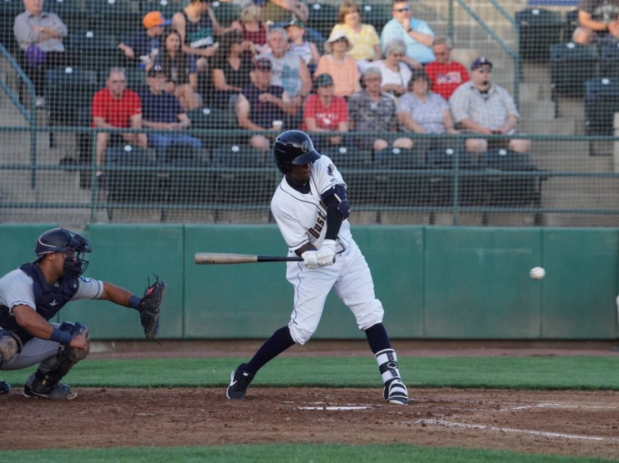 Padres prospect Jordy Barley bats for Tri-City Dust Devils