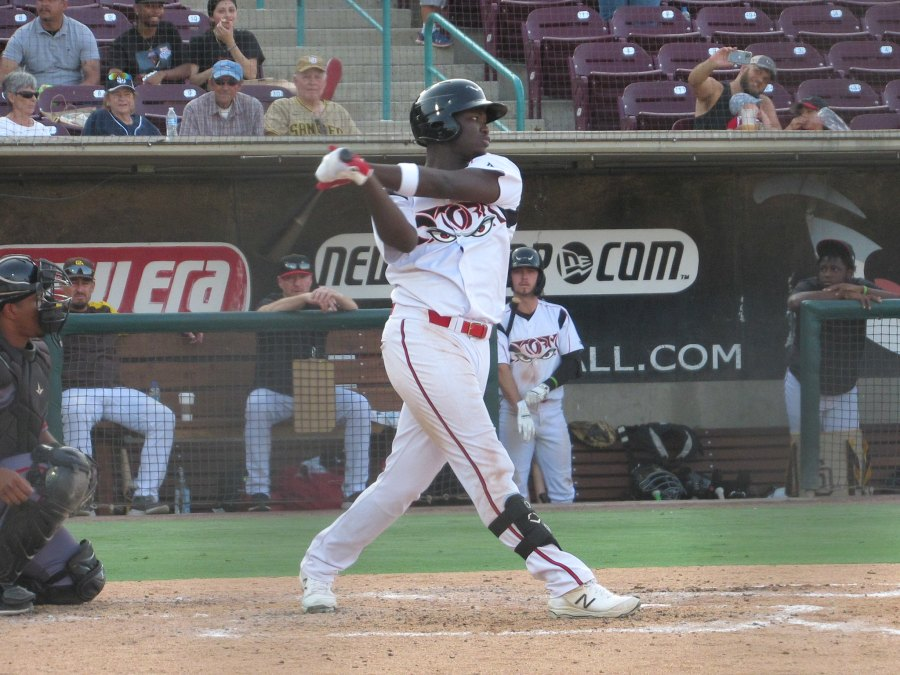 Padres prospect Carlos Luis bats for the Lake Elsinore Storm