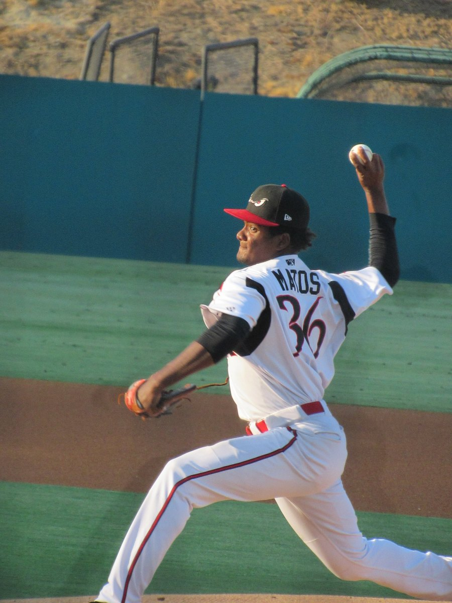 Padres prospect Dwayne Matos pitches for the Lake Elsinore Storm