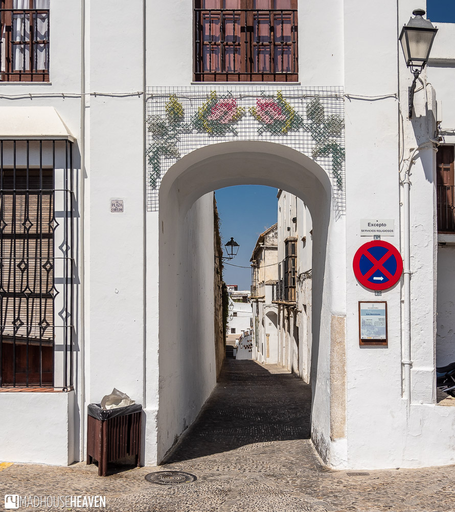 A beautiful arch connects two streets in Arcos de la Frontera