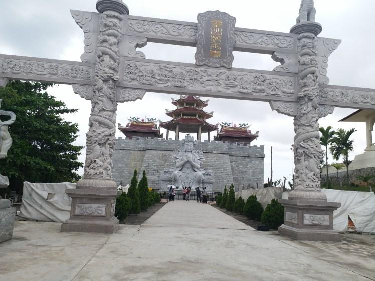 500 Lohan temple.jpg