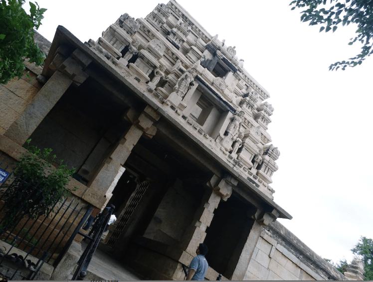 Entry of Lepakshmi temple .png