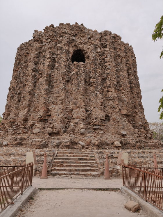 Best places in Delhi - Qutub minar