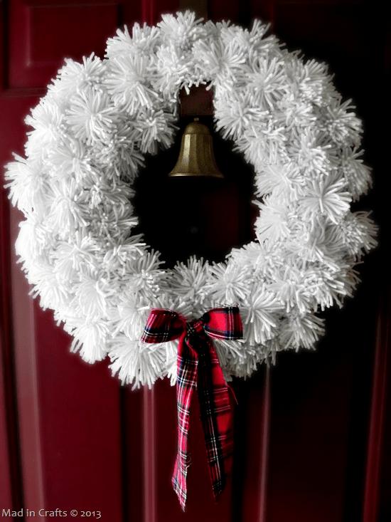 Pom-pom-wreath-with-bow_thumb1