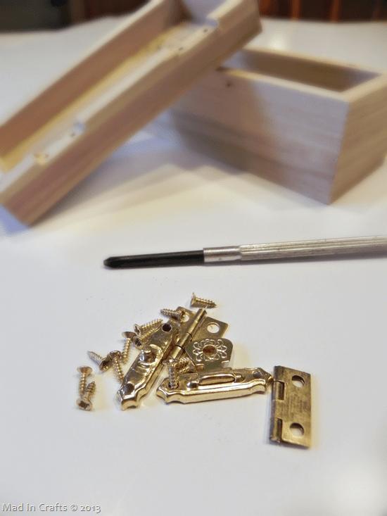 remove-craft-box-hardware_thumb2