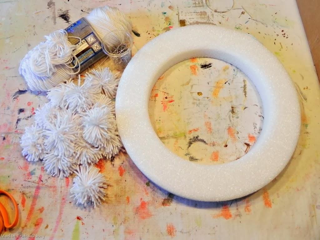 yarn-pom-wreath-materials_thumb1