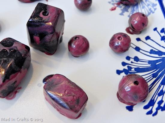 use-nail-polish-to-marble-beads_thum
