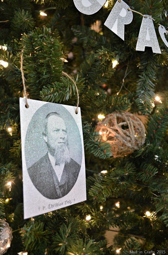 Glitter photo ornaments