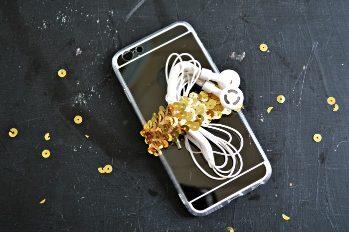 SEQUINED, EARBUD HOLDING PHONE CASE