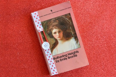 NO-SEW RIBBON BOOKMARKS IN 60 SECONDS